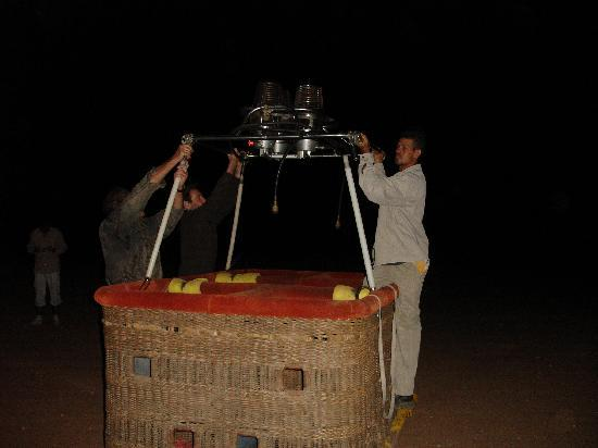 Ciel d'Afrique Hot Air Ballooning : Preparing the balloon