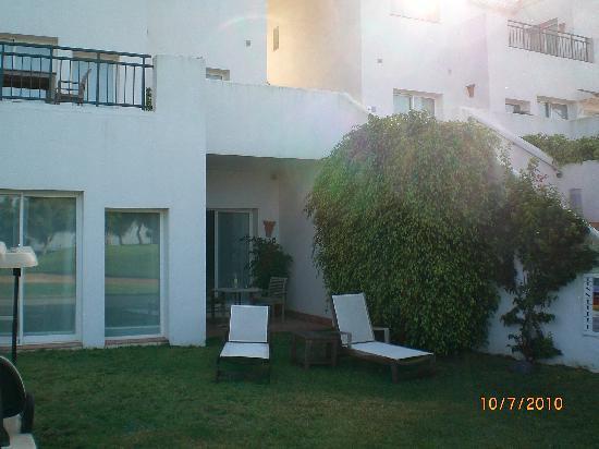 Benalup-Casas Viejas, Espagne : Liegewiese vor dem Zimmereingang