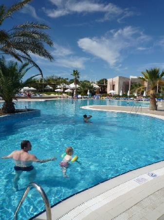 Blue Waters Club: Hotel Pool