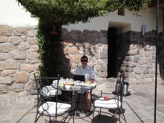 Casa Cartagena Boutique Hotel & Spa: Breakfast in the courtyard