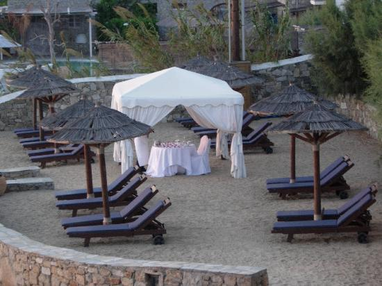 Mykonos Grand Hotel & Resort: A private table for 2