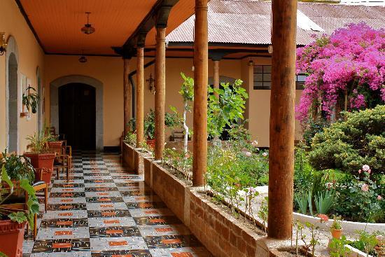 Hotel Modelo: Corridor