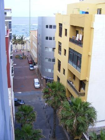 Hotel Pujol : The view from our room- very close to the beach!