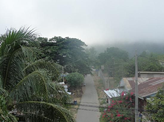 Kuala Tahan, Malaisie : Blick aus dem Hotelzimmer, am Morgen