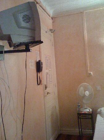 Claremont Hotel : la TV qui ne marche pas