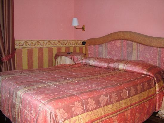 Hotel Due Mondi: Hotel room