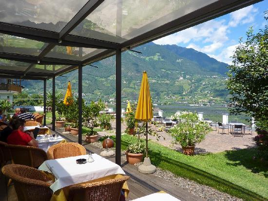 Hotel Residenz Pazeider: Dining room with a view
