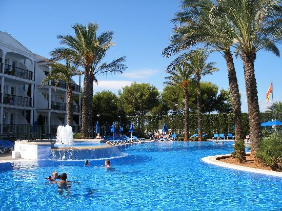 Inturotel Sa Marina: The quieter front pool