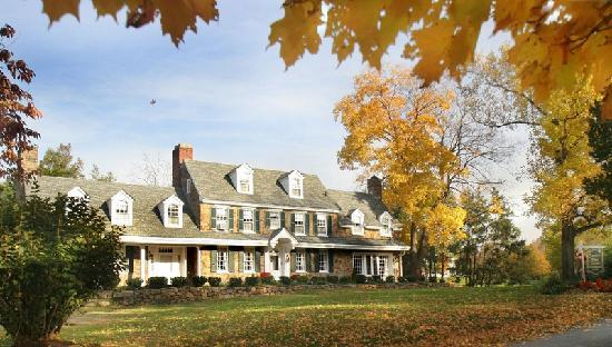 Chimney Hill Estate & Ol' Barn Inn: Autumn at Chimney Hill Estate Inn