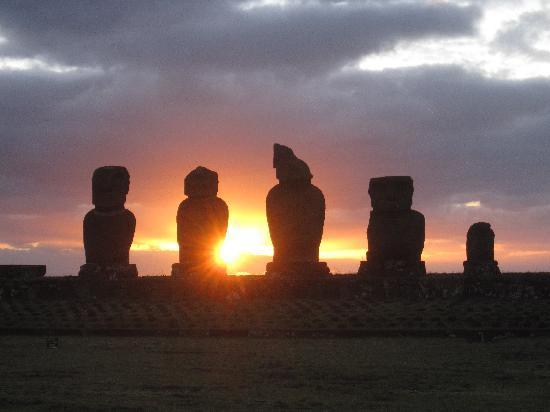 Te'ora: Sunset from Ahu Vai Uri