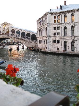 Al Ponte Antico Hotel: The Rialto Bridge from the patio