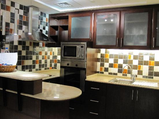 Grand Midwest Tower Hotel & Hotel Apartments: nice kitchen