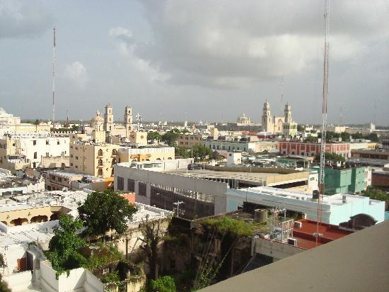 Gamma de Fiesta Inn Merida El Castellano : Vista de la habitación