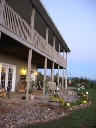Braeside Inn: The porch