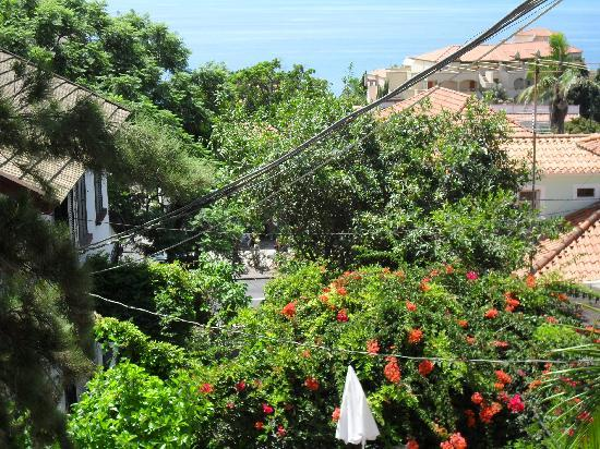 Vila Vicencia: From the balcony towards the road and sea