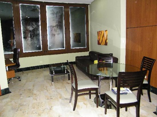 Aparthotel Torres de Alba: Living area, table & chairs, desk, tv & couch