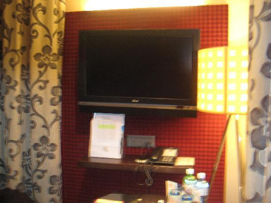 hotel krebs flat screen with nice decoration over the wall