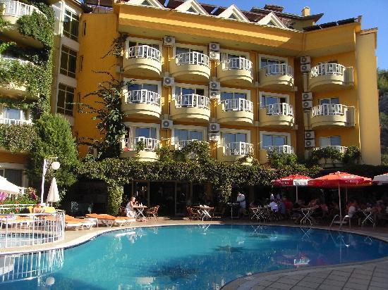 Grand Hotel Faros: Pool Area Day