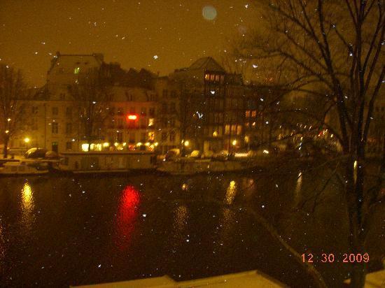 Hotel Monopole: odadan gece manzarası