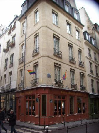Bar Hotel Central Marais: From the road