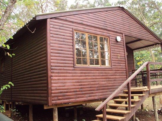 Buhleni Farm Chalets: Side of the house