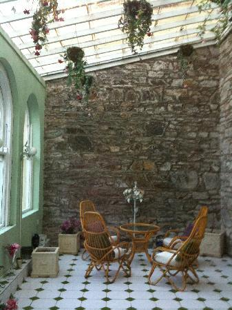 Knockeven House: Solarium off of dining room