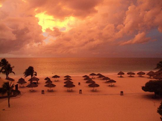 Bucuti & Tara Beach Resort Aruba: Great sunset