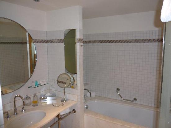 The Ritz-Carlton, Wolfsburg: Bathroom