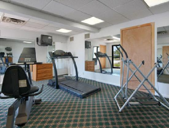 Days Inn Rochester Thruway  / Henrietta: fitness