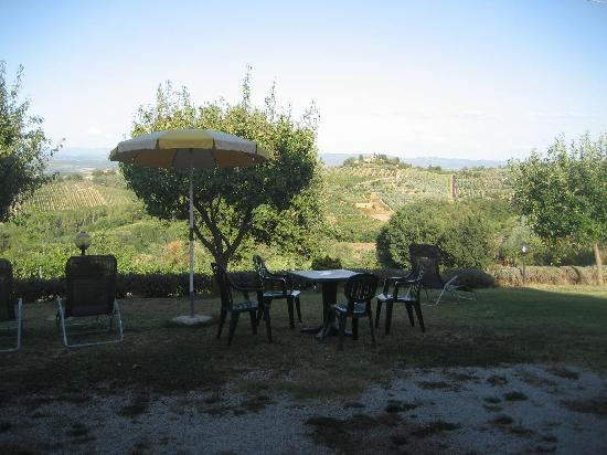 Hotel San Michele: La campiña toscana desde el jardín