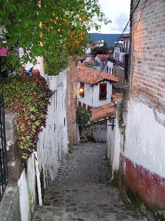 Hostal Joan Sebastian: Alleyway to the Posada