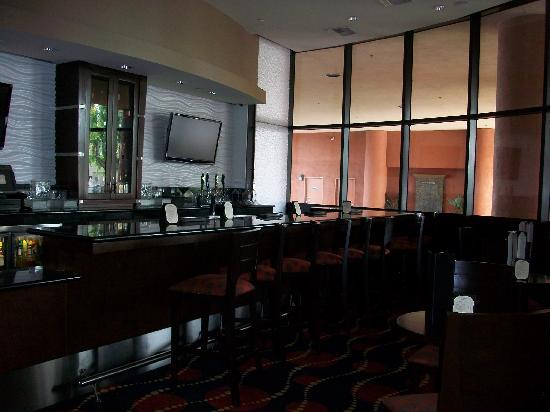 Holiday Inn Hotel & Suites Anaheim - Fullerton: The Bar with 100 Martini's..Yummy