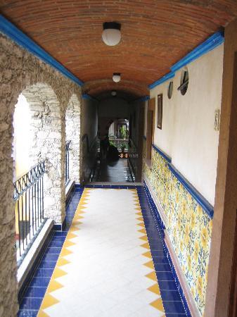 Casa Tsaya Colonial: el pasillo