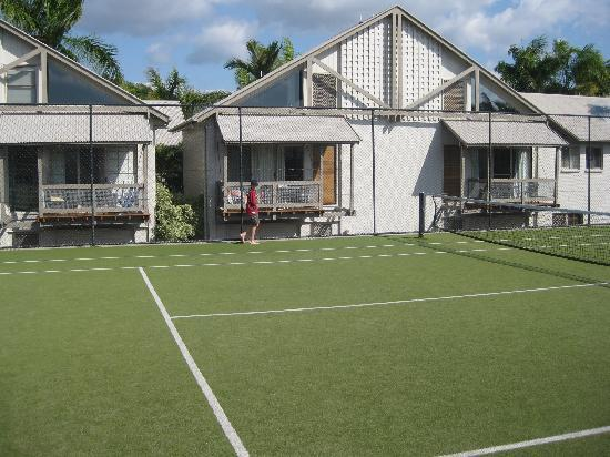 Islander Noosa Resort: Tennis court