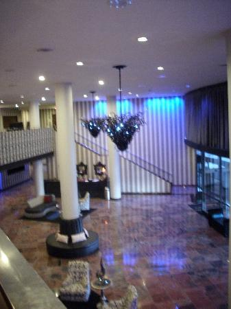 Wyndham Garden Norfolk Downtown : Another View of the Lobby