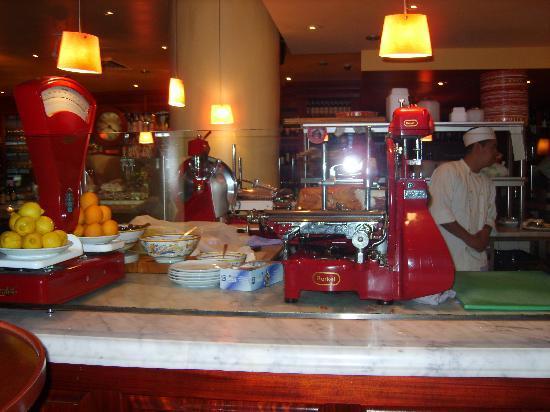 Otto Enoteca & Pizzeria: cheese station