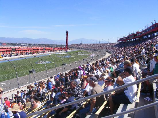 Americas Best Value Inn & Suites-Fontana: Speedway is close by.