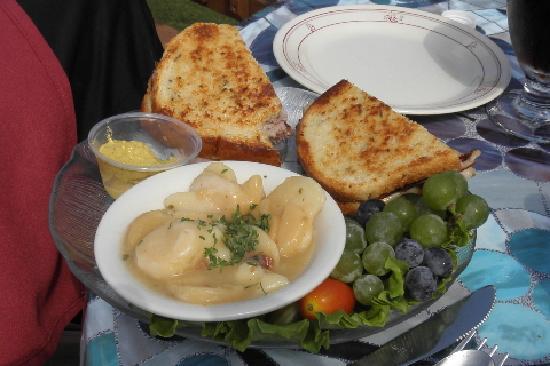 Castel Grisch: Ham & cheese with grapes from Grisch's vineyard