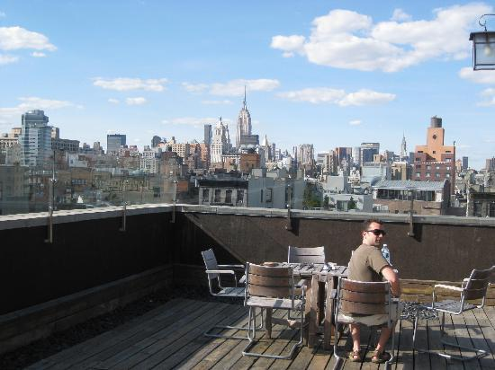 โรงแรมอีสต์ ฮิวสตัน: Roof Deck with Views of Empire State and Chrysler Buildings