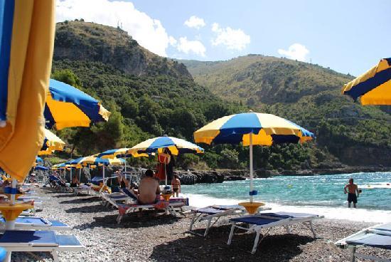 Romantic Hotel & Restaurant Villa Cheta Elite: Beach located below Hotel