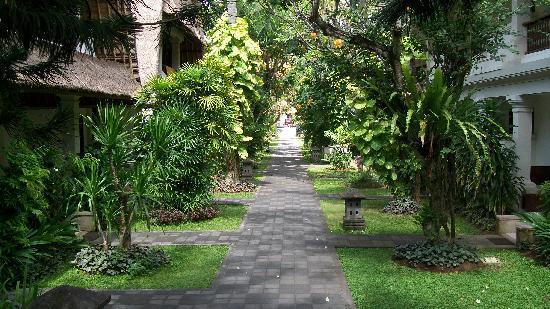 Puri Raja: More garden views