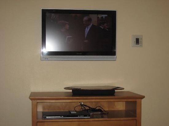 Holiday Inn Express Hotel & Suites: tv