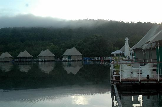 4 Rivers Floating Lodge: Morning Magic