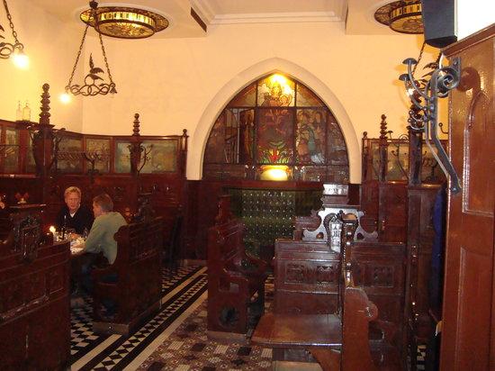 Apostolok : Inside
