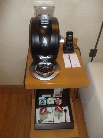 Mercure Montpellier Antigone: coffe machine