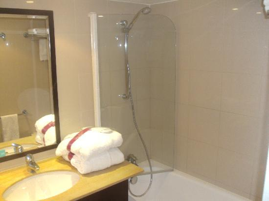 Mercure Montpellier Centre Antigone Hotel: Bath