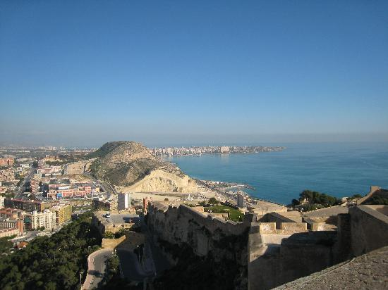 Alicante, Spania: View from Castillo Santa Barbara