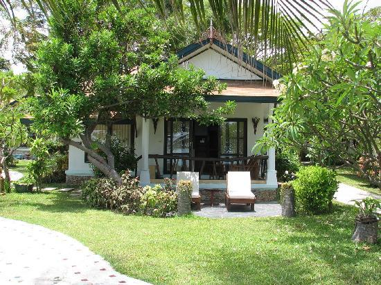 Arayaburi Boutique Resort: First line (sea-view) bungalow