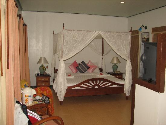Arayaburi Boutique Resort: Inside bungalow (sea-view)