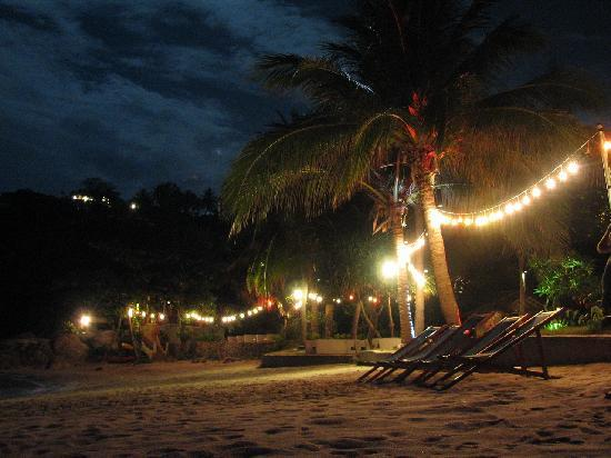 Arayaburi Boutique Resort: Evening illumination